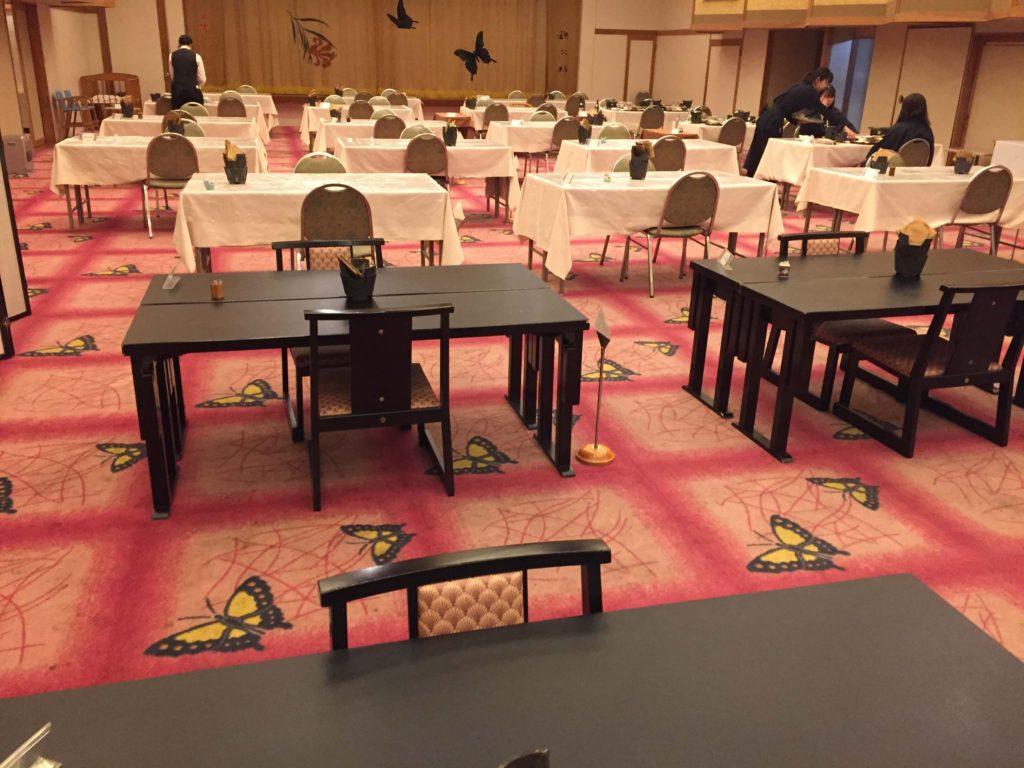 ホテル美やまの食事スペース