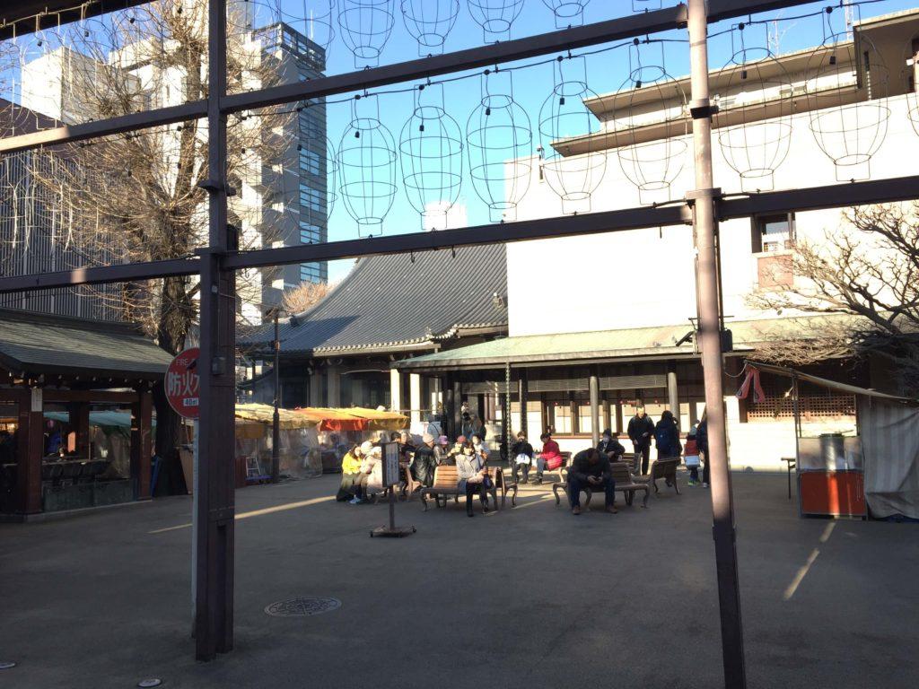 巣鴨商店街のとげぬき地蔵尊の外観